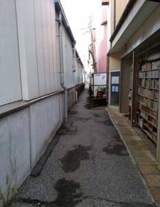 習志野駅横の路地